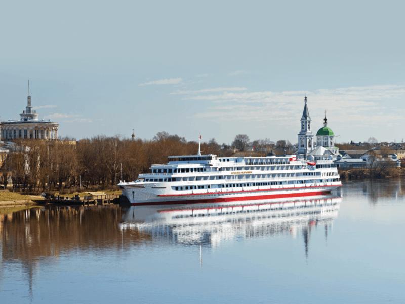 Pogled na ladjo Rastropovich na Volgi