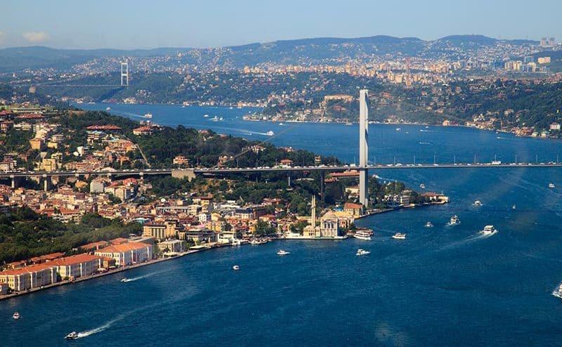 Istanbul in Bospor vez med Evropo in Azijo