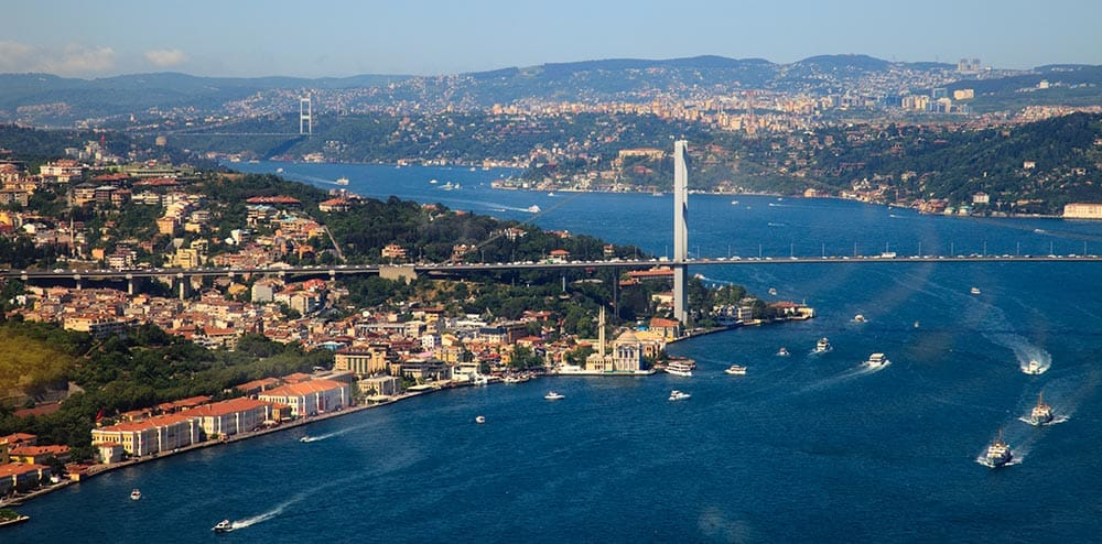 Istanbul in Bospor med Azijo in Evropo
