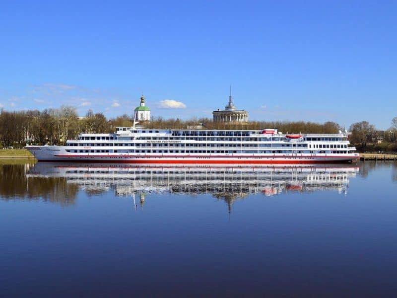 Z ladjo Rastropovich na križarjenje po Volgi