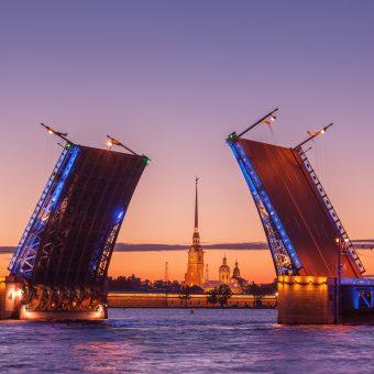 Dvižni most v Sankt Peterburgu
