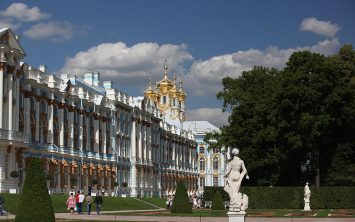 Sankt Peteburg potovanje in značilna palača v Peterhofu