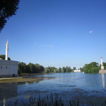 Mošeja in spomenik pomorski bitki ob jezeru Puškin