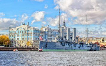 Sankt Peterburg in bojna križarka Aurora
