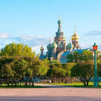 Sankt Peterburg s pogledom na cerkev Blažene krvi