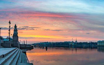 Sankt Peterburg ob sončnem zahodu