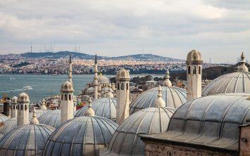 Pogled iz Sulejmanove mošeje v Istanbulu