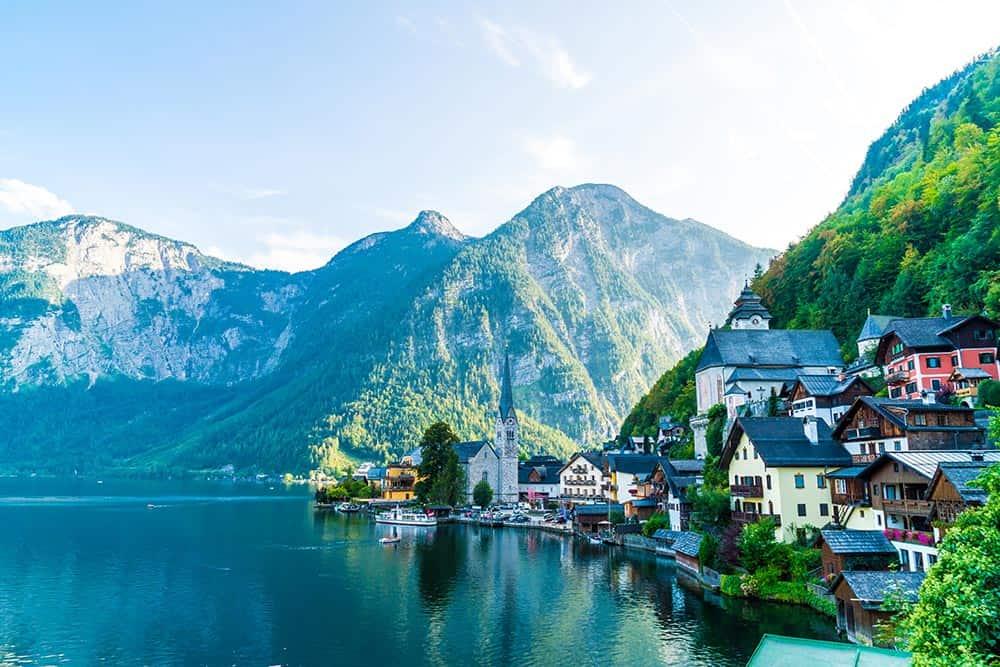 HALLSTATT-Hallstatt-village-on-Hallstatter-lake-in-Austrian-Alps,-Salzkammergut-region,-Hallstatt,-Austria