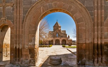 Armenija in Ečmiatzin središče armenske apostolske cerkve