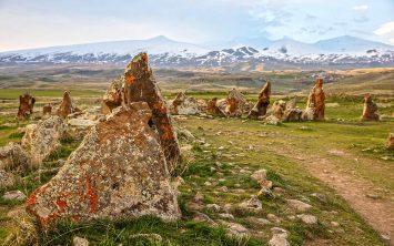 Armenija in ostanki antičnega obsrevatorija v Karahunju