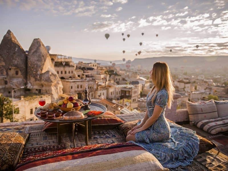 Prekrasen razgled ob sončnem vhodu v Kapadokiji