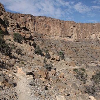 'Veliki kanjon Arabije' ali Wadi Ghul spada v gorovje Jebel Shams v Omanu