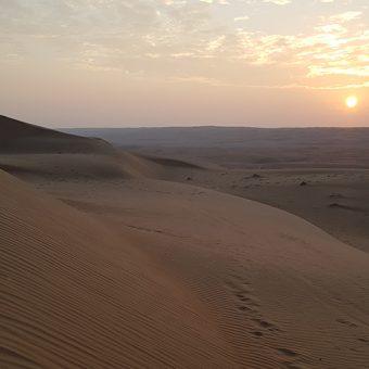Sončni zahod v omanski puščavi Wahiba oziroma Sharqiya