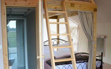 Notranjost šotora v Kolpa glamping resortu