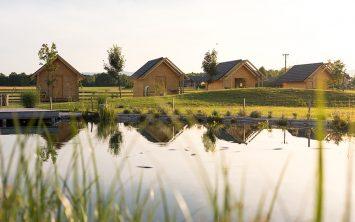 Hišice z ribnikom v Kolpa glamping resortu