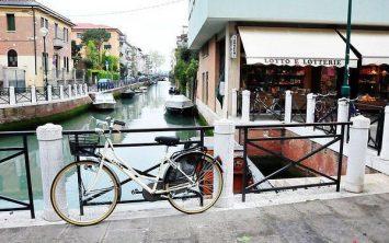 Med kanali s kolesom ali peš